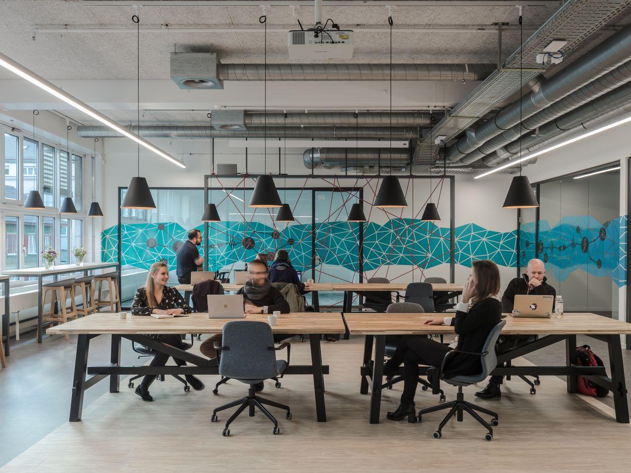 Unternehmen erkennen zunehmend die Notwendigkeit von Coworking Spaces als Arbeitsplatz für ihre Mitarbeitenden
